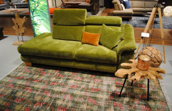 Sofa von Carina in Senfgrün