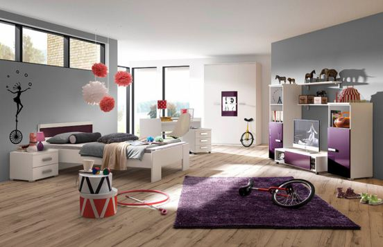 mit moderner Wohnwand für TV & Co.