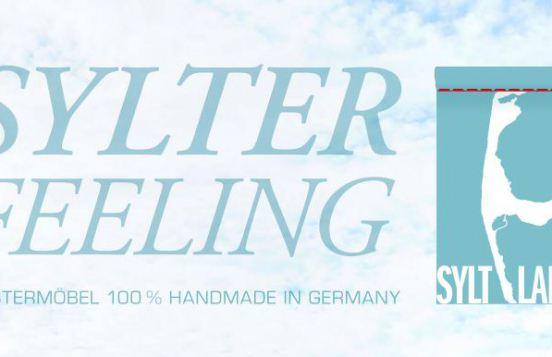 Logo SYLT LABEL - SYLTER FEELING - POLSTERMÖBEL - 100 % HANDMADE IN GERMANY
