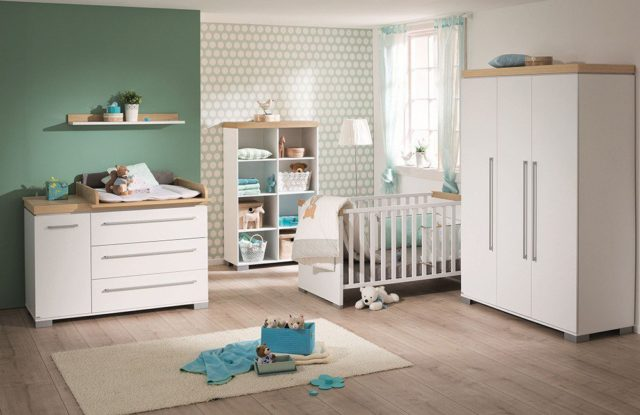Babyzimmer mit grüner Wandgestaltung