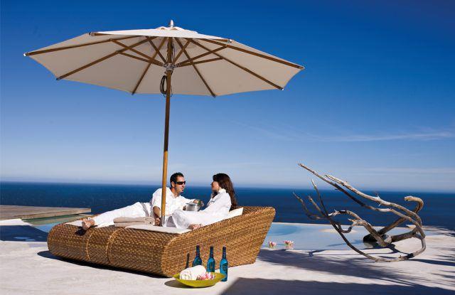 Doppelliege von MBM Objekt - Modell Relax Lounge aus braunem Geflecht/ tobacco
