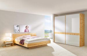 Schlafzimmer RIO von ANREI - Zirbenholz und Lacobel Glas