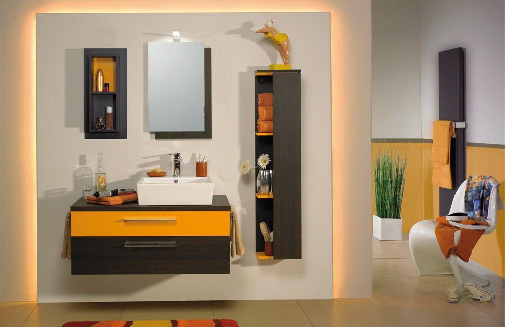Hintergrundbeleuchtung im Badezimmer New Spirit von Puris