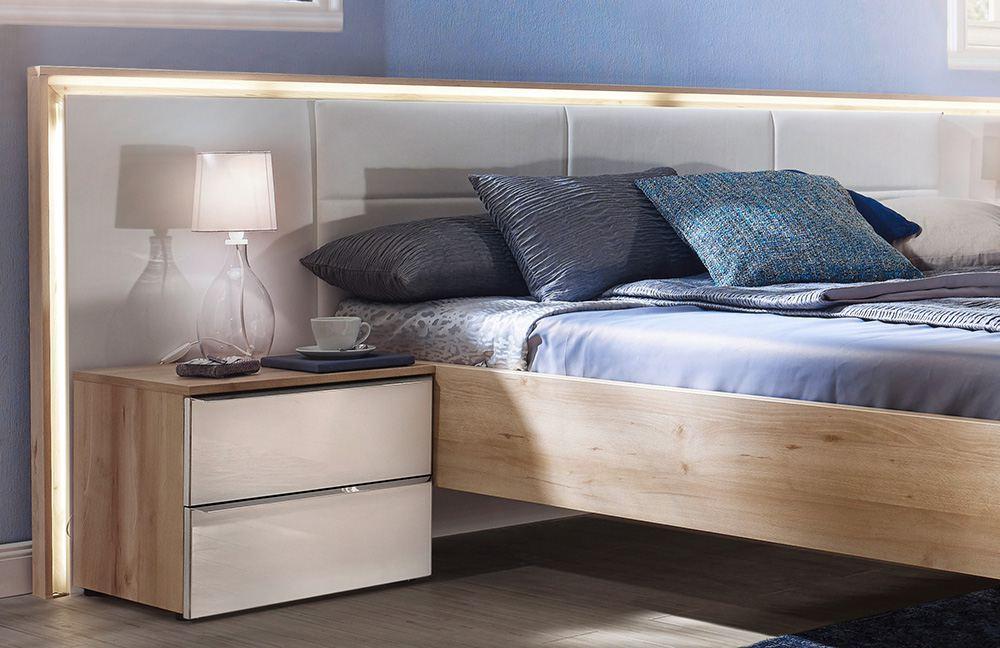 Beleuchtetes Kopfteil beim Schlafzimmer Ipanema von Nolte Möbel