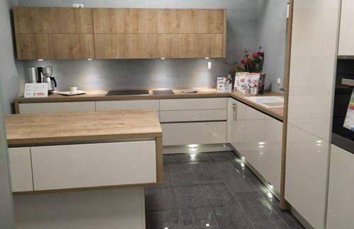 Fußkantenbeleuchtung in der Küche Focus von Nobilia Küchen