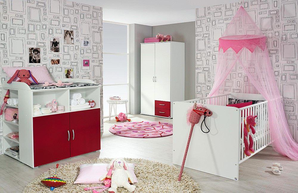 Babyzimmer in Rot und Rosa