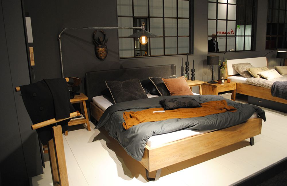 bett industrial massivholzbett mit rollen im industrial design tornio kunstvolle industrial. Black Bedroom Furniture Sets. Home Design Ideas