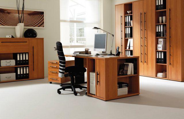 Der Arbeitsplatz Büro Combi+ 1 von Wellemöbel in edler Kirschbaumoptik.