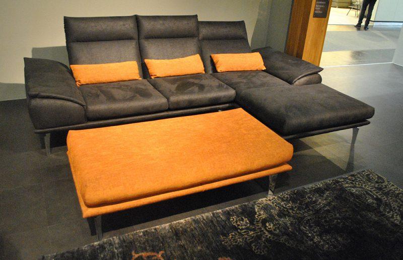 Ponsel Sofa