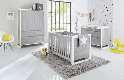 Babyzimmer in Grau mit gelben Akzenten