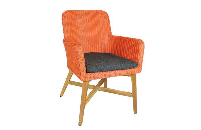 Holzstuhl mit Sitz ... in Koralle
